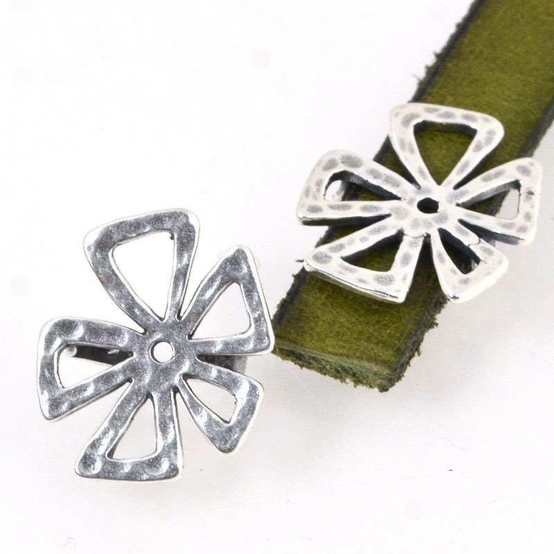 s50433 Beads - 10 mm Flat Leather -  Hammered Crazy Flower - Antiqued Silver