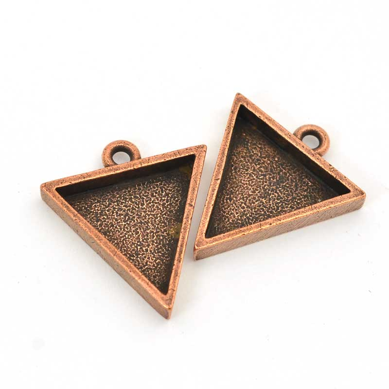 s63561 Closed Bezel / Tray - Small Triangle Pendant - Antiqued Copper