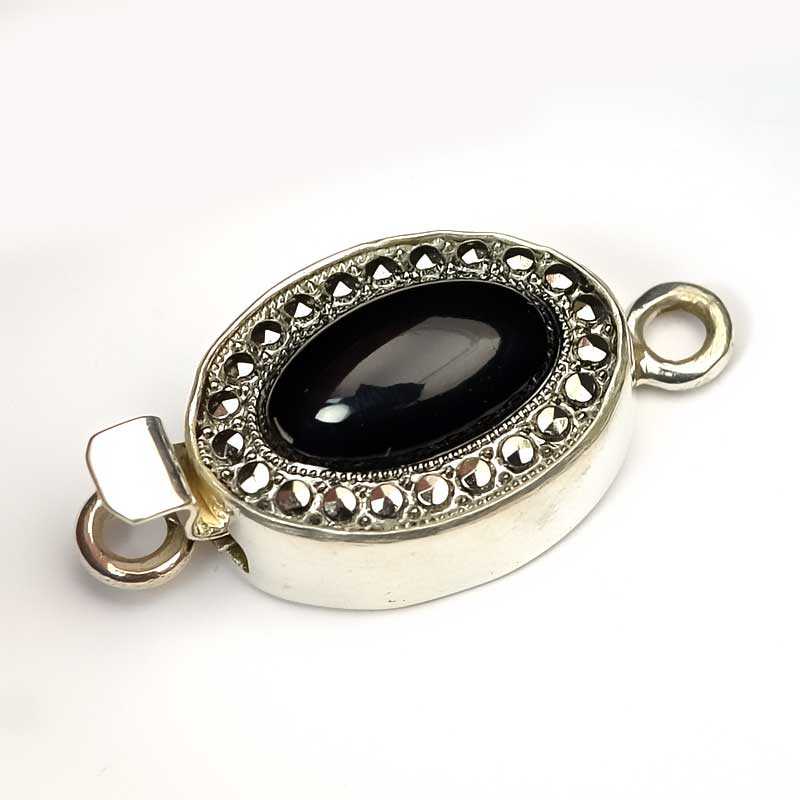 s63647 Finding - Box Clasp w Cabochon -  Oval Cabochon - Black Onyx - Sterling