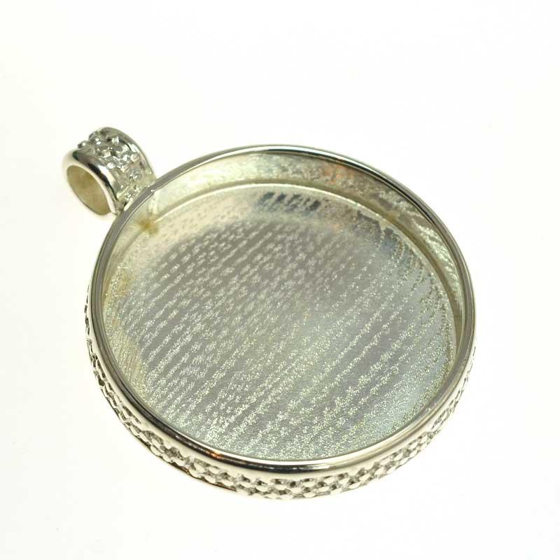 s64728 Resin Bezel Tray -  Round Pendant - Cobblestone Pattern - Bright Silver