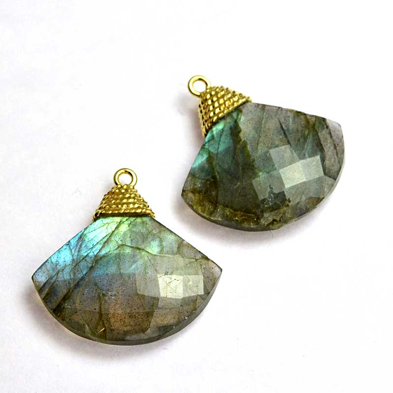 s64742 Stone Pendant -  Faceted Fan-shape with Cap - Labradorite - Goldplated