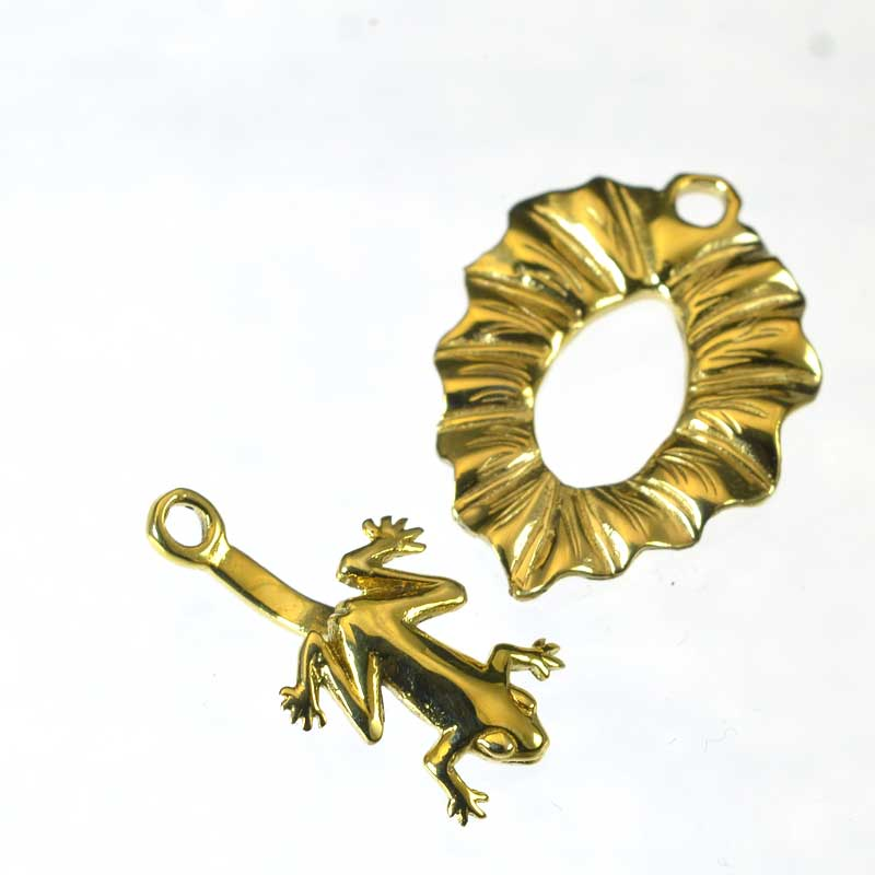 s64934 Clasp -  Frog on a Lily Pad - Bright Brass