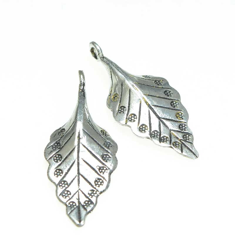 s67162 Charm -  Dotted Leaf - Antiqued Silver (2)