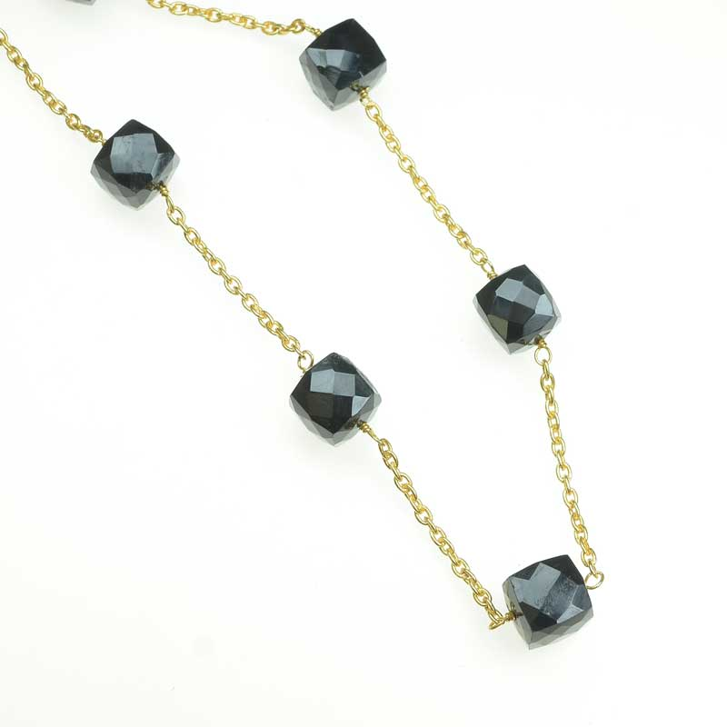 s67543 Gemstone Chain -  Faceted Cubes - Onyx - Gold Plated (foot)