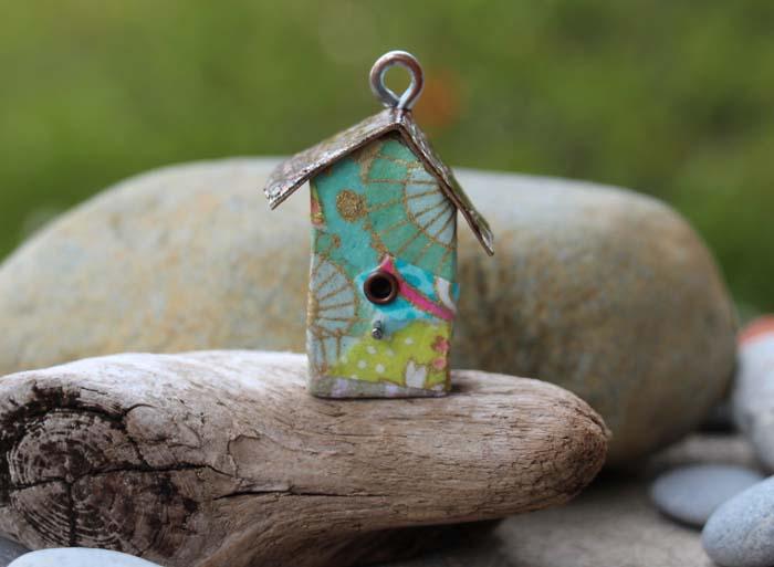 Fly away home: Birdhouse Pendant