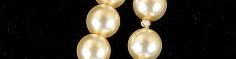 Pearls – Knotted vs Strung
